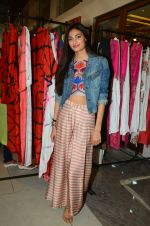 Athiya Shetty at aaraish exhibition (2)_57f3a55230bd6.jpg