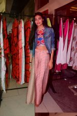 Athiya Shetty at aaraish exhibition (3)_57f3a593c92f1.jpg