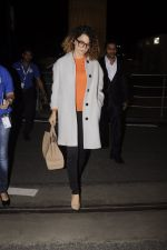 Kangana Ranaut leaves for 2 month to usa for simean movie shoot on 3rd Oct 2016 (10)_57f3a6e6cf4cd.JPG