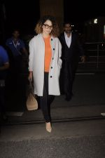 Kangana Ranaut leaves for 2 month to usa for simean movie shoot on 3rd Oct 2016 (11)_57f3a6f86b195.JPG