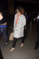 Kangana Ranaut leaves for 2 month to usa for simean movie shoot on 3rd Oct 2016 (13)_57f3a7456048d.JPG