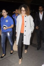 Kangana Ranaut leaves for 2 month to usa for simean movie shoot on 3rd Oct 2016 (14)_57f3a76791ed2.JPG