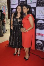 Sonali Kulkarni, Bhumika Chawla at Society Icon Awards on 2nd Oct 2016 (37)_57f3b3dbafb39.JPG