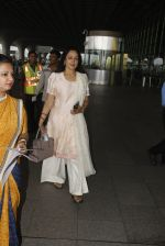 Hema Malini snapped at airport on 4th Oct 2016 (11)_57f4e7f005d1a.JPG