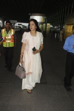 Hema Malini snapped at airport on 4th Oct 2016 (7)_57f4e79c6199b.JPG