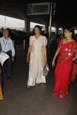 Hema Malini snapped at airport on 4th Oct 2016 (8)_57f4e7a97f879.JPG