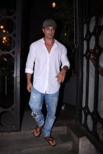 Karan Singh Grover snapped on 4th Oct 2016 (3)_57f4eac34c36f.JPG