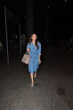 Kiara Advani snapped at airport on 4th Oct 2016 (2)_57f4e7cbabea1.JPG