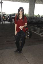 Kriti Sanon snapped at airport on 4th Oct 2016 (28)_57f4e7c6d5847.JPG