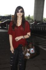 Kriti Sanon snapped at airport on 4th Oct 2016 (30)_57f4e8017ab16.JPG