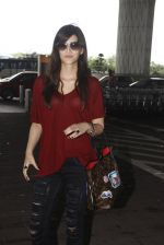 Kriti Sanon snapped at airport on 4th Oct 2016 (31)_57f4e8283e0af.JPG