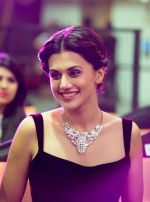 Taapsee Pannu at Phoenix Autumn Winter Fashion Show 2016 on 3rd Oct 2016 (20)_57f4824874749.jpg