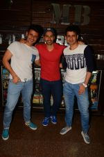 Varun Dhawan wth Meet Bros at their studio to hear song on 3rd Oct 2016 (1)_57f4827489caa.JPG
