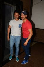 Varun Dhawan wth Meet Bros at their studio to hear song on 3rd Oct 2016 (7)_57f47ec5589c5.JPG