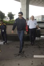 Abhishek Bachchan snapped at airport on 5th Oct 2016 (10)_57f5e072af117.JPG