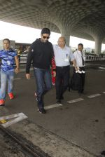 Abhishek Bachchan snapped at airport on 5th Oct 2016 (11)_57f5e07cf36c3.JPG