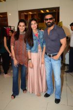 Mana Shetty, Athiya Shetty, Sunil Shetty at Araish in Mumbai on 4th Oct 2016 (124)_57f5d22be70a1.JPG