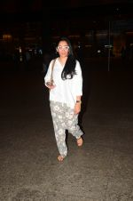 Manyata Dutt snapped at airport on 5th Oct 2016 (33)_57f5e0c68e0c9.JPG
