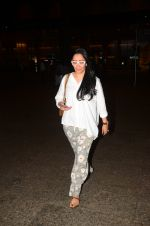 Manyata Dutt snapped at airport on 5th Oct 2016 (34)_57f5e0d2678ba.JPG