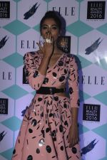 Pooja Hegde at Elle Beauty Awards on 5th Oct 2016 (66)_57f5f151c389e.JPG