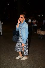 Radhika Apte snapped at airport on 5th Oct 2016 (43)_57f5e0d238a6a.JPG