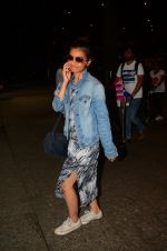 Radhika Apte snapped at airport on 5th Oct 2016 (44)_57f5e0e53619e.JPG