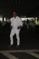 Ravi Kishan snapped at airport on 5th Oct 2016 (13)_57f5e109ae1cd.JPG