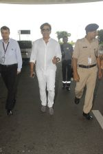 Ravi Kishan snapped at airport on 5th Oct 2016 (14)_57f5e11e465de.JPG