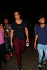 Sonu Sood snapped at airport on 5th Oct 2016 (48)_57f5e12143117.JPG