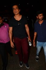 Sonu Sood snapped at airport on 5th Oct 2016 (49)_57f5e12dabd35.JPG