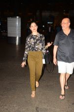 Tamannaah Bhatia snapped at airport on 5th Oct 2016 (38)_57f5e15e054a4.JPG