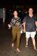 Tamannaah Bhatia snapped at airport on 5th Oct 2016 (39)_57f5e170dd55d.JPG