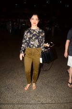 Tamannaah Bhatia snapped at airport on 5th Oct 2016 (41)_57f5e18257e64.JPG