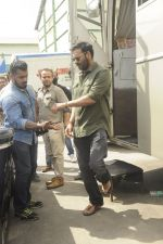 Ajay Devgan snapped at Filmcity on 6th Oct 2016 (9)_57f72fc92463d.JPG