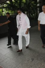 Amitabh Bachchan snapped at airport on 6th Oct 2016 (5)_57f72fc985552.JPG