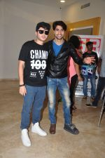 Divyendu Sharma, Harshad Chopra at the Trailer launch of film 2016 The End on 6th Oct 2016 (7)_57f76d344a6c2.JPG