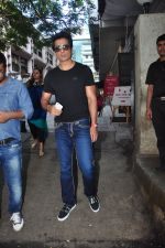 Sonu Sood snapped in Mumbai on 6th Oct 2016 (10)_57f7364b524f5.JPG