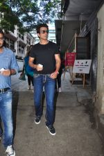 Sonu Sood snapped in Mumbai on 6th Oct 2016 (8)_57f736268a27c.JPG