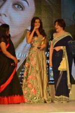 Aishwarya Rai Bachchan at Outlook Business Women Awards on 7th Oct 2016 (174)_57f899e28d431.JPG