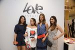 Amrita Arora at Love Generation launch at Shoppers Stop on 7th Oct 2016 (38)_57f89fd49a917.JPG