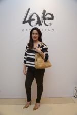 Neelam Kothari at Love Generation launch at Shoppers Stop on 7th Oct 2016 (49)_57f8a068b178b.JPG