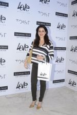 Neelam Kothari at Love Generation launch at Shoppers Stop on 7th Oct 2016 (74)_57f8a096ed701.JPG