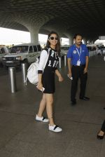 Parineeti Chopra snapped at airport on 7th Oct 2016 (34)_57f897c1ad971.JPG