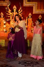 Sushmita Sen snapped at durga pooja on 7th Oct 2016 (41)_57f88c0793aa4.JPG
