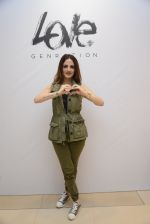 Suzanne Khan at Love Generation launch at Shoppers Stop on 7th Oct 2016 (247)_57f8a17fce9e9.jpg
