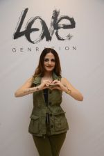 Suzanne Khan at Love Generation launch at Shoppers Stop on 7th Oct 2016 (249)_57f8a19bb9e2b.jpg