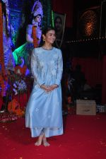 Alia BHatt at Durga Pooja on 8th Oct 2016 (125)_57fb170a15801.JPG