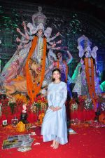 Alia BHatt at Durga Pooja on 8th Oct 2016 (127)_57fb17326eb53.JPG