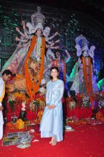 Alia BHatt at Durga Pooja on 8th Oct 2016 (128)_57fb175c09f87.JPG