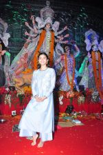 Alia BHatt at Durga Pooja on 8th Oct 2016 (130)_57fb17cc01da4.JPG